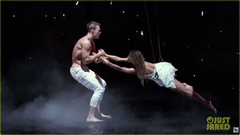 alan ritchson american idol video alan ritchson goes shirtless for i can do that aerial