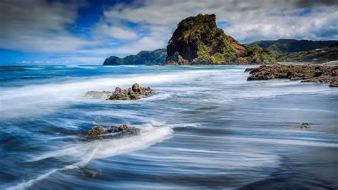 Kitchen Island Red piha beach 40 minutes and a world away from auckland