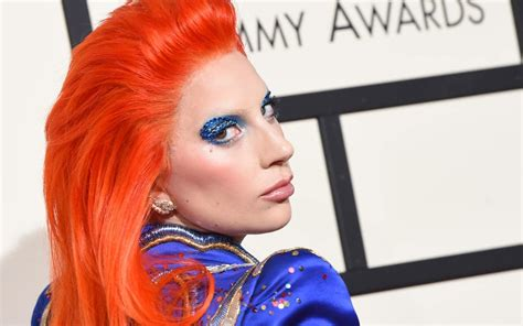 red hair uk singer grammy lady gaga s emotional tribute to david bowie stole the