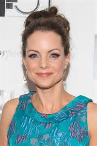 kimberly williams paisley went with a waved up do and
