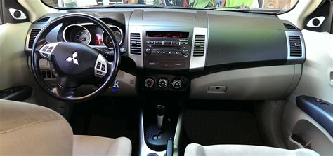 Mitsubishi Outlander 2007 Interior by 2007 Mitsubishi Outlander Pictures Cargurus
