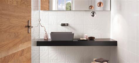 altezza piastrelle bagno altezza rivestimenti bagno le 17 migliori idee su vasche