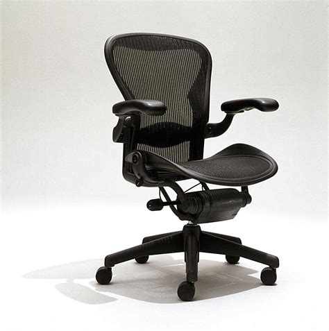 ergonomic computer chair features