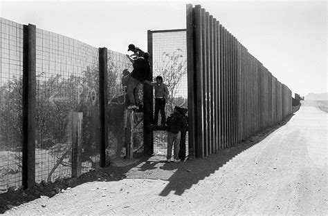borders fences and walls state of insecurity border regions series books los muros que a 250 n permanecen en pie y iv fronteras