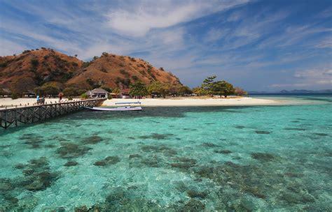top   beaches  indonesia authentic indonesia blog