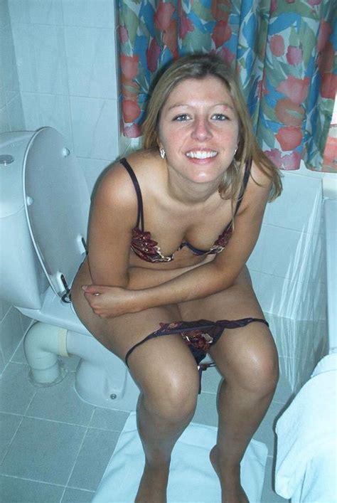 teen bathroom voyeur toilethotties hottiesonpottie twitter