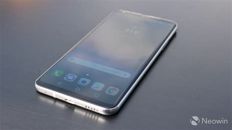 full vision display mobiles list lg v30 closer look oled fullvision display neowin