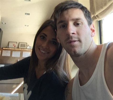 lionel messi takes selfie with girlfriend antonella