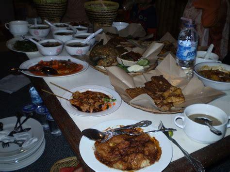 Bacem Caramel Tempe Tahu Yukas Khas Bandung dining with antok bandoeng resto my mart batam