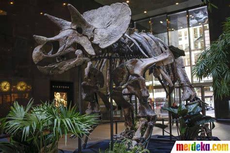 film pertarungan dinosaurus foto rumah lelang bonhams pamerkan fosil duel dua