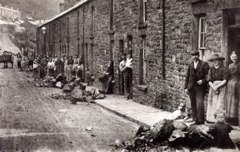 poor living conditions industrial revolution the influx