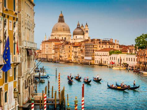 best gondola ride venice venice gondola ride at with serenade and 3