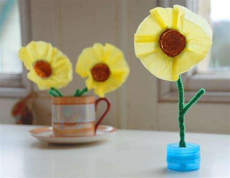 fiori con materiale di riciclo lavoretti con materiale di riciclo per la festa della