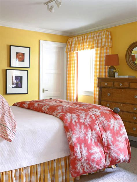 Is Yellow A Color For A Bedroom by Kanes Furniture 2011 Bedroom Decorating Ideas With Yellow