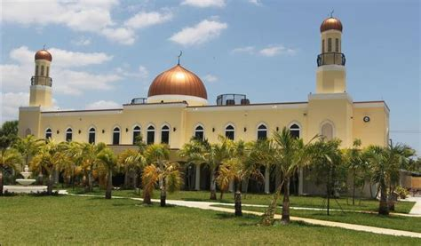 Masjid Miami Gardens by Miami Newly Renovated Mega Mosque On Lined With