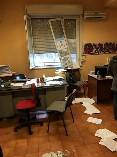 ufficio sindaco acireale intimidazione all ufficio tributi il sindaco