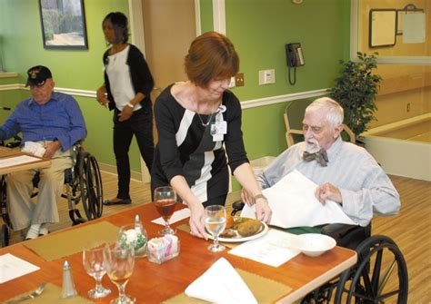 residents enjoy dining at state veterans home