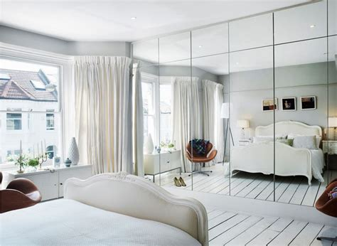bedroom with mirror wall 25 best ideas about mirrored wardrobe on pinterest