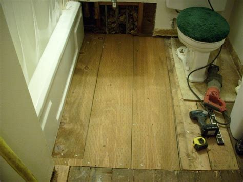 how to replace a bathroom subfloor replacing a subfloor in a bathroom 28 images 1000