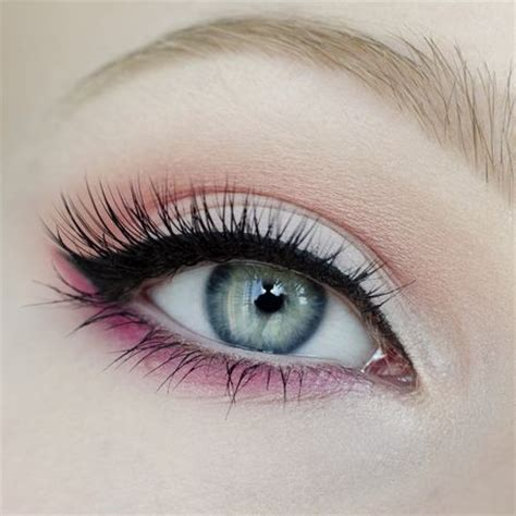 how to brighten eye color a bit of pink to brighten up your eye makeup mix