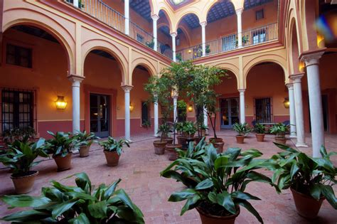 Patio de Columnas Casa Palacio de Carmona