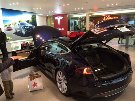 How Many Tesla Stores Are There 5 Facts About Tesla S Model S
