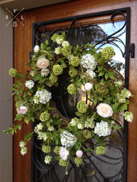 spring wreaths diy 5 diy spring wreaths that we love themotherboards