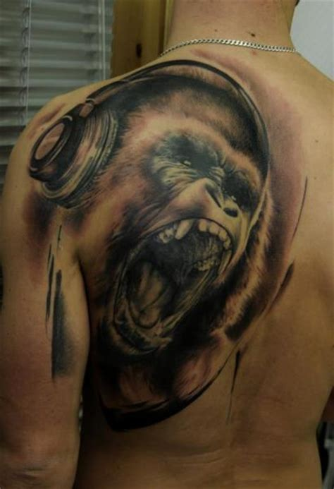 realistic back gorilla tattoo by vicious circle tattoo