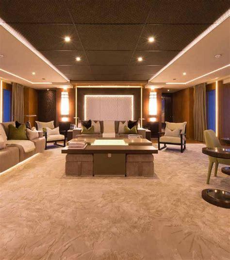 Ordinaire Les Plus Beaux Interieurs Du Monde #1: le-salon-a-bord-du-yacht-le-plus-beau-du-monde-est-un-veritable-espace-de-detente_132080_w620.jpg