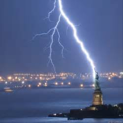 lighting new york lighting strikes the statue of liberty democratic