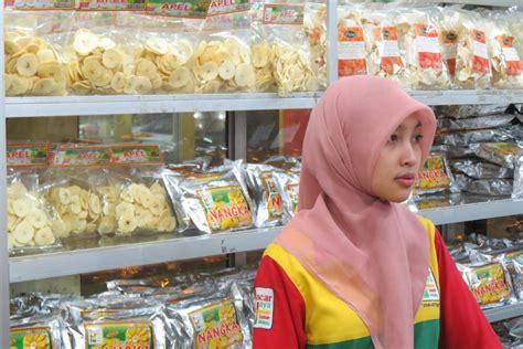 Keripik Buah Semangka Lancar Jaya liburan ke malang jangan lupa borong aneka keripik buah