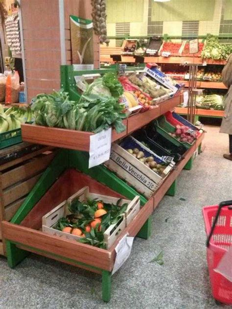 scaffali per frutta e verdura scaffali per la vendita della frutta l artigiano legno