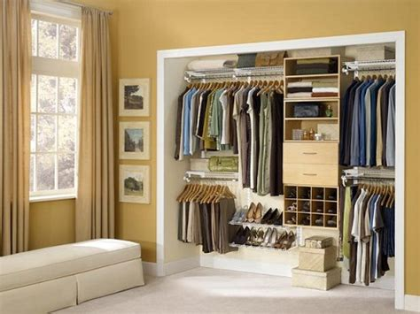 Walk In Closet Design Layout by Creative Ways To Utilize Spaces In Homes