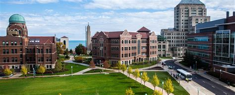 Of Illinois Or Chicago Mba by Best And Worst Things About Your Week At Loyola