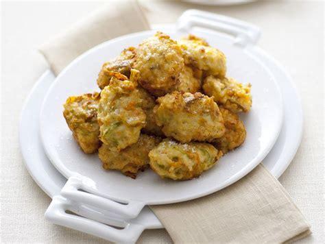 frittelle con fiori di zucchine ricetta frittelle con fiori di zucca e acciughe donna
