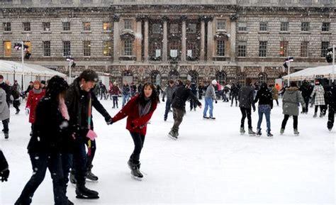 fotos londres invierno patinando sobre el hielo en londres
