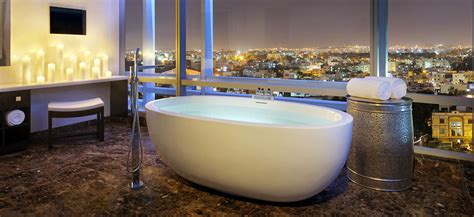 Freestanding bathtub Oceanus