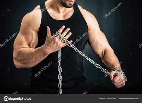 hombre con cadena de metal foto de stock 169 alexfedorenko - Cadenas De Hombre Fotos