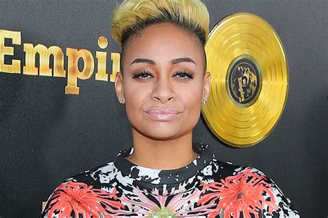 raven symon defends univision anchors comment on raven symone defends anchor who compared michelle obama to ape
