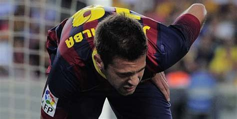 barcelona keluar cedera hamstring barcelona pastikan alba keluar dari