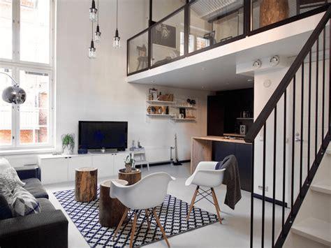 Sofa Cama Minimalista #5: Apartamento-loft-altillo-con-dormitorio-a-doble-altura-salon-sofa-gris-combinado-con-colores-calidos-1-min.png