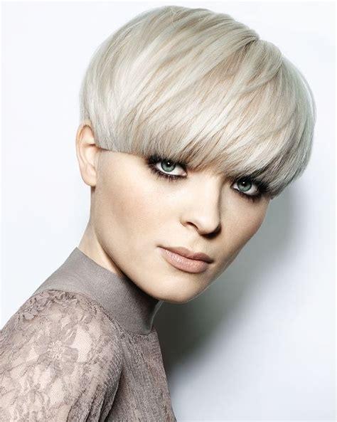 womens short windblown hairstyles short blonde straight coloured bowl cut white bob womens