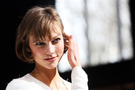 karlie kloss haircut karlie kloss short cut with bangs lookbook stylebistro