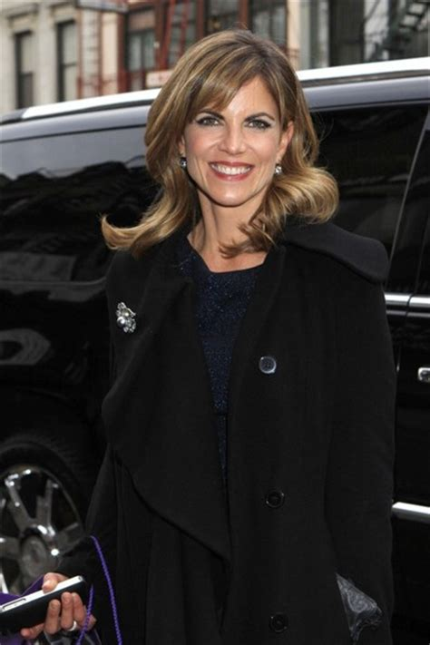 how does natalie morales style her hair natalie morales photos photos natalie morales out and