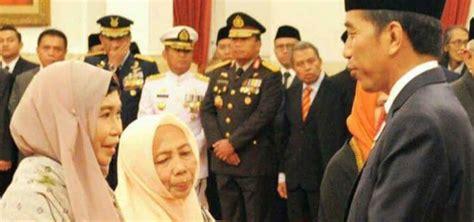 bio presiden jokowi presiden jokowi anugerahkan gelar pahlawan nasional kepada
