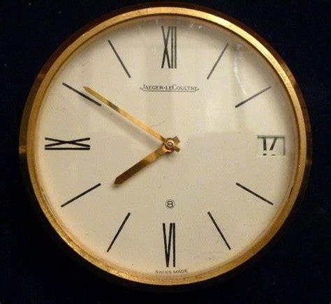 tischuhr love elegante messing tischuhr mit datumsanzeige von jaeger