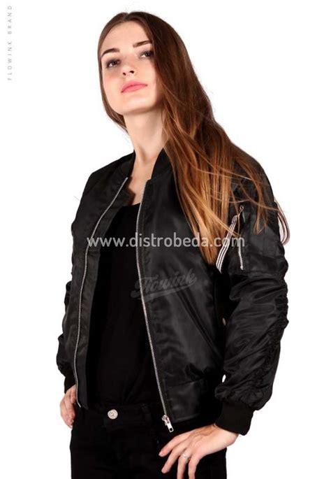 Hijacket Urbanashion Black jaket bomber wanita murah hitam black eagle jaket