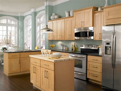 Kitchen Colors That Go With Oak Cabinets Kitchen Paint Colors With Maple Cabinets Home Furniture Design