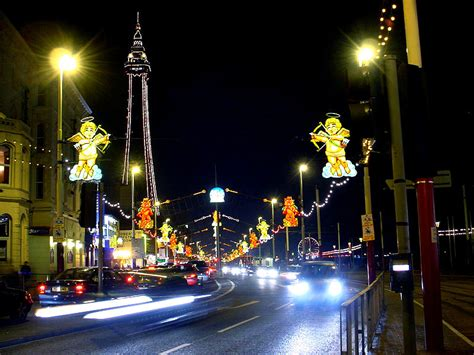 peter kay to turn on blackpool s famous christmas lights