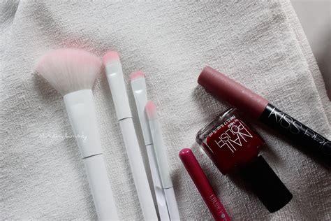 Tiff Sacre Lip n brushes wondering